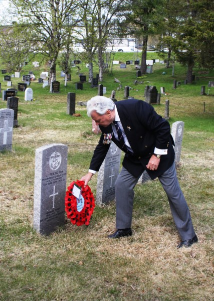Chairman David Woodcock, lays our wreath at the grave of Jack Pilkington in Harstad Cemetery