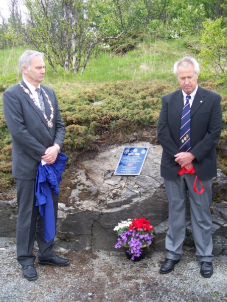 Association plaque unveiled by the Mayor of Harstad, Mr Helge Eriksen and Mike Sellick (GLARAC)